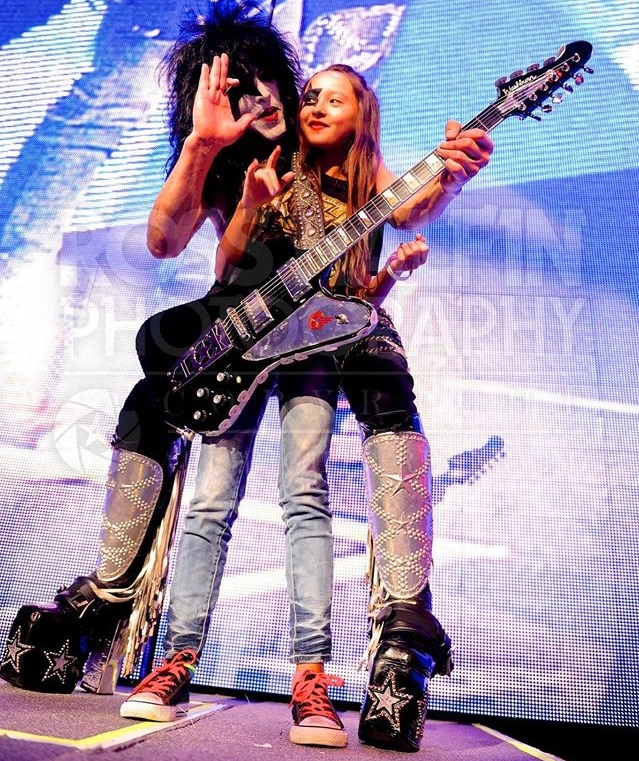 Paul Stanley Makeup: PHOTO: PAUL STANLEY AND A YOUNG FRIEND ON STAGE AT THE